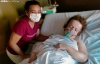 Viviana, en el post operatorio con su hermana Elsa hoy. /SN