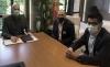El regidor, en el centro, en la reunión mantenida con el secretario de Estado (izda.) con la presencia del teniente de alcalde.