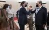 Mañueco saluda al soriano Santiago Aparcio (dcha.) en la eunión con agentes sociales y económicos hoy. /Jta
