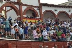 Una imagen de la tarde de rejones hoy domingo en San Benito. /SN