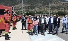 El presidente de la Junta, con la ministra, pasando revista a las fuerzas de la UME 'Cebreros 21'. /Jta.