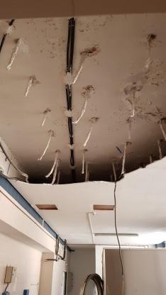 Foto 3 - Desplome del falso techo en la lavandería de El Mirón
