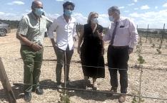 Una imagen de la visita de la delegada a la explotación. /Jta.