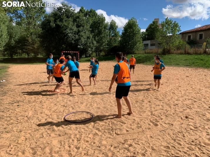 Sesión de entrenamiento de balonmano playa.