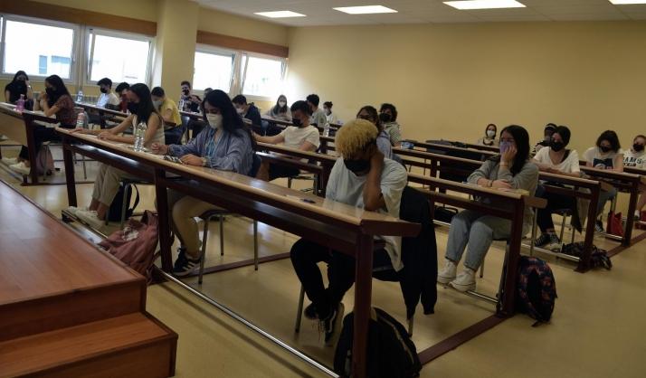 Estudiantes ante la EBAU en el Campus el pasado 6 de junio. /SN