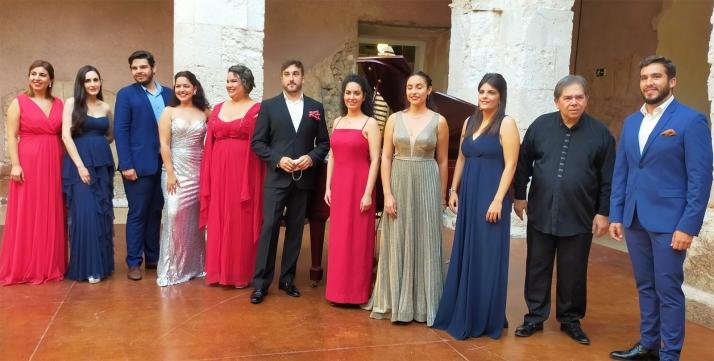 Romero, en el centro, con el resto de concursantes. /MDAC