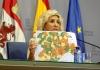 Verónica Casado con un mapa de la evolución de la pandemia en Castilla y León en una imágen de archivo.