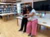 Elena Díaz y Gloria Gonzalo presentan el libro 'Pelos'.