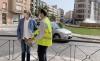 El alcalde (izda.) con un técnico de Agua de Soria visitando las obras. /Ayto.