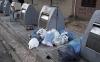 Una imagen de la basura depositada junto a las bocas de los contenedores. /ASY