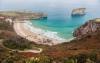 La playa de Ballota (Asturias) nuestra recomendación número 1 por su belleza natural y su tranquilidad.