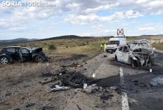 Foto 9 -  Dos fallecidos y dos heridos graves por un choque fronto-lateral en la N-122