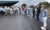 Una imagen de la visita de los miembros de la Comisión, hoy, a la explotación procina Hermanos de Pablo, en Atauta. /Dip