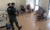 Agentes de la Guardia Civil con algunas de las personas detenidas en la operación. /GC