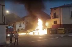 Foto 3 - Arde una máquina en el casco urbano burgense