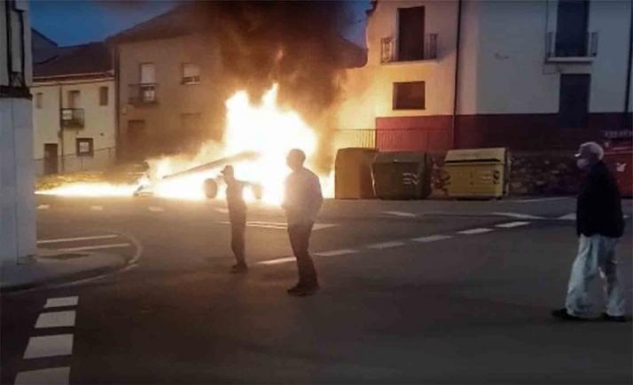 Arde una máquina en el casco urbano burgense