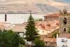 San Pedro Manrique con viviendas en primer plano y su polígono al fondo. María Ferrer