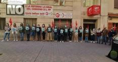 Una imagen de la concentración de hoy bajo la sede de UGT en Soria. /SN