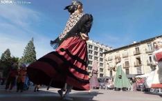FOTOS: Domingo de gigantes y cabezudos