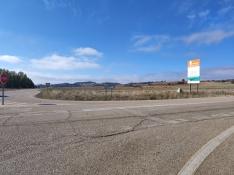 Carretera de acceso al polígono de La Güera.